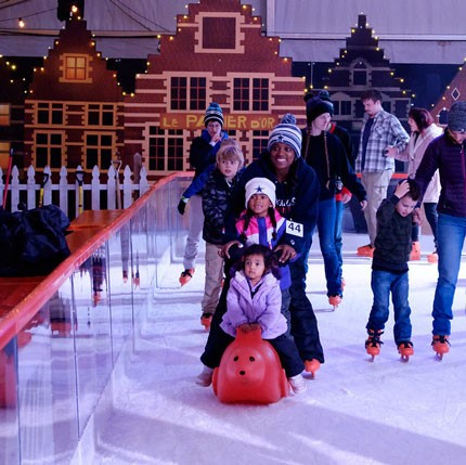 ice-america-christmas-in-the-garden-family-ice-skating-rink-on-a-portable-ice-rink-in-oregon-gardens